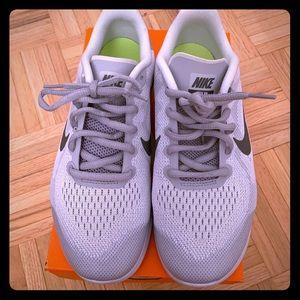 BRAND NEW Nike Free RN Size 6.5Y (Woman size 8)